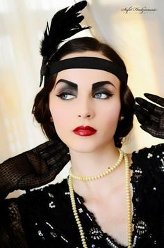 Vintage Makeup Idda van Munster: How to recreate a look - How to Be a Flapper Girl Great Gatsby Makeup, 1920 Makeup, Vintage Makeup, Flapper Makeup, Vintage Beauty, Flapper Hair, 1920s Makeup Gatsby, Flapper Fashion, Flapper Style