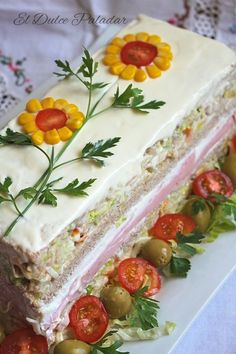 Cold Sliced ​​Bread Cake - The Sweet Palate # Birthday Cake # Cake Recipes # Cake Unicorn # Carrot Cake # Chocolate Cake - - Gourmet Sandwiches, Sandwiches For Lunch, Panini Sandwiches, Breakfast Sandwiches, Sandwich Torte, Food Carving, Food Garnishes, Food Platters, Food Decoration