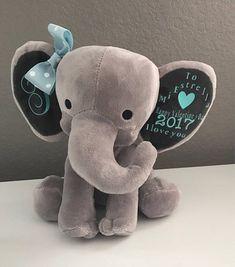 Lesen Sie bitte die Lieferzeiten vor der Bestellung *** Diese Geburt Ankündigung Elefanten machen ein großes Geschenk für jedes neue Baby!! Der Elefant ist super weich und Sie können es gestalten, aber Sie bitte. Junge und Mädchen-Farben erhältlich. Buchstaben sind nicht bestickt.