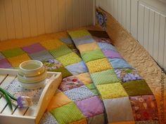 Лоскутное одеяло Лавандовый Мед. Лоскутное одеяло или покрывало 'Лавандовый Мед'. Выполнено из специальных тканей для пэчворка (лоскутного шитья) пр-ва США и Япония. Машинная стежка в шов, бордюр одеяла украшен художественной стежкой.