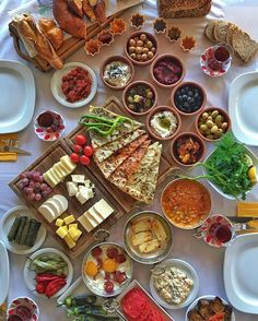 breakfast (Place:Bonelli Food Show-Alacaatlı-Ankara ) // Photo by Omur Akkor Breakfast Presentation, Food Presentation, Iftar, Breakfast Buffet, Breakfast Recipes, Breakfast Quesadilla, Turkish Breakfast, Arabic Breakfast, Iranian Food