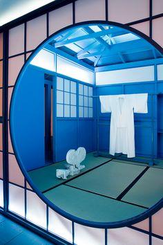 daniel arsham's 'hourglass' exhibit immerses visitors in a bright blue zen garden