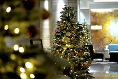 Новогодняя елка в бизнес центре  #новыйгод #елка #новогодняяелка  #оформление #декор #дизайн #банкет  #флористика #композиция