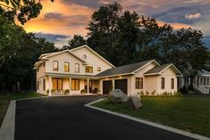Take a look at this beautiful residential project. Maibec's genuine wood siding have been used for this project. Wood Siding, Mansions, House Styles, Home Decor, Cedar Shingles, Panelling, White Cedar, Woodwind Instrument, Wood Cladding