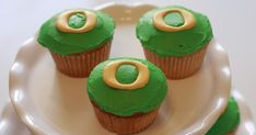 The same weekend I made all those wedding cupcakes  I was asked by another friend at work to make cupcakes for her son's baseball team part...