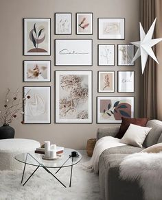 Gallery Wall Layout, Gallery Walls, Desenio Posters, Inspiration Wand, Gold Poster, Trending Art, Wall Accessories, Winter Flowers, Spacious Living Room
