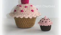 Muffins häkeln - http://schoenstricken.de/2012/10/muffins-hakeln/