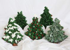 Google Image Result for http://theartofthecookie.com/wp-content/uploads/2011/12/Traditional-Christmas-Tree-Cookies.jpg