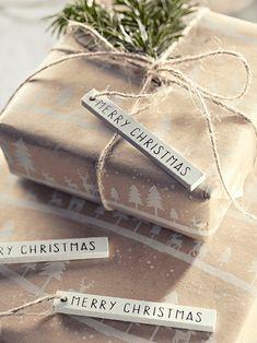 NEW Twenty Wooden Merry Christmas Tags