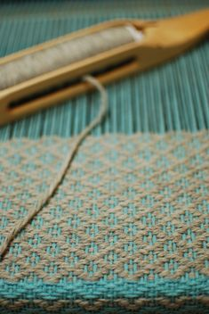 weaving rosepath! (I have boundweave rosepath on my loom right now, it's glorious!~RB)