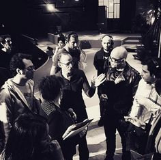 Les artistes réunis autour de Jean-Jacques Goldman lors des répétitions