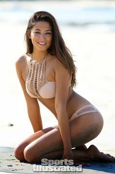 Jessica Gomes in the Acacia panama bikini top and pikake bikini bottom >> http://planetb.lu/pbacacia
