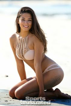 Jessica Gomes in the Acacia panama bikini top and pikake bikini bottom >> http://planetb.lu/pbacacia