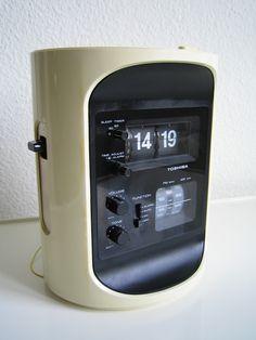 Toshiba RC-693 Tower Flip Clock Radio Space Age Design Radios, Minimal Design, Modern Design, Clean Design, Gadgets, Restaurant Concept, Plastic Design, Retro Futuristic, Vintage Tv