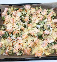 Alt-i-en-laksepanne — Hege Hushovd Salmon Pasta, Fish Dinner, Cooking Recipes, Healthy Recipes, Recipe Boards, Laksa, Salmon Recipes, Serving Size, Pasta Salad