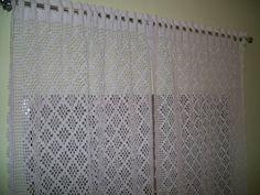 Cortina em crochê com barbante em várias cores.02 lados. Crochet Curtains, Crochet Art, Crochet Designs, Rugs, Home Decor, Crochet Toddler Dress, Crochet Ornaments, Crochet Flowers, Crochet Carpet