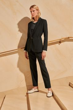 ME+EM's Horn Trim Blazer is a contemporary take on a classic tailored blazer. Contemporary Dresses, Back To Work, Tailored Trousers, Black Blazers, Ems, Knitwear, How To Wear, Pants, Fashion