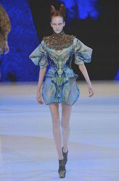 Défile Alexander McQueen Prêt-à-porter Printemps-été 2010 - Look 24