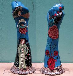 Figa do signo de Libra Hand Sculpture, Sculpture Projects, Pottery Sculpture, Ceramics Projects, Art Sculptures, Ceramic Design, Ceramic Art, Porcelain Ceramic, Painted Porcelain