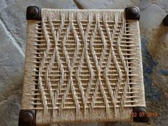 The Beauty of DIY Weave Furniture, Handmade Furniture Design Ideas Wicker Furniture, Furniture Design, Furniture Plans, Chaise Diy, Macrame Chairs, Woven Chair, Weaving Projects, Weaving Patterns, Handmade Furniture