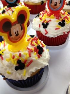Super simple, delicious Mickey Mouse cupcakes