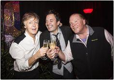 Paul McCartney в Твиттере: «They say it's your birthday @jimmyfallon @mariobatali have a happy one! https://t.co/eeIS6gknA8»