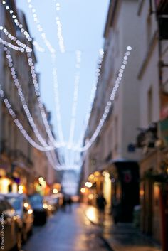 Île Saint Louis (Photo by Paris in Four Months) - Xmas St Louis, Ile Saint Louis, Beautiful Paris, Beautiful World, Tuileries Paris, Moving To Paris, Paris Party, City Landscape, Amazing Spaces