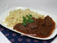 Goulash Recipes, Beef Recipes, Hungarian Cuisine, Pepper Paste, Tomato Season, Tasty, Yummy Food, Dumpling, Stuffed Hot Peppers