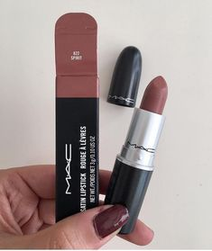 28 beliebte MAC-Lippenstiftfarben, die bei jedem gut aussehen – Jubilee – Hair an … – mac – 28 popular MAC lipstick colors that look good on everyone – Jubilee – Hair on … – mac – Mac Lipstick Shades, Mac Lipstick Swatches, Liquid Lipstick, Bright Lipstick, Mac Chili Lipstick, Mac Shades, Mac Lipstick Colors, Brown Matte Lipstick, Makeup Tricks