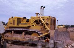 these were pretty massive at the time.used alot on strip mine reclamation.they got cats attention to dev. Old Farm Equipment, Mining Equipment, Heavy Equipment, Caterpillar Bulldozer, Caterpillar Equipment, Tractor Farming, Earth Moving Equipment, Allis Chalmers Tractors, Tractor Loader