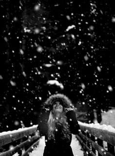How to Shoot Winter Portrait Photography Snow Photography, Creative Photography, Portrait Photography, Picture Poses, Photo Poses, Photo D Art, Winter Pictures, Snow Senior Pictures, Christmas Pictures