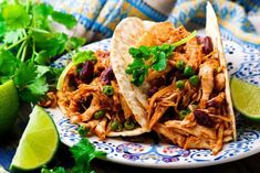 Crockpot recipes are so easy. Here are 10 popular crockpot chicken recipes that are perfect for a busy weekday. Mexican Chicken Tacos, Chicken Taco Recipes, Shredded Chicken Recipes, Crockpot Recipes, Copycat Recipes, Cooker Recipes, Slow Cooking, Slow Cooker Chicken Tacos, Chicken Cooker