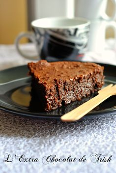 fondant chocolat trish deseine nathalie – The Heart In The Stomach Flourless Chocolate, Chocolate Recipes, Delicious Desserts, Dessert Recipes, Brown Betty, Cake & Co, Pudding Cake, Specialty Cakes, Sweet Cakes