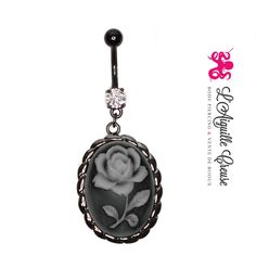 Bijou de nombril avec un camé anodisé noir représentant une rose.