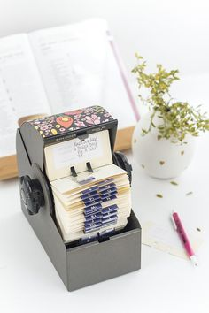 With this 1-hour DIY craft, you have the ability to organize your favorite recipes inside a retro Rolodex without having to deal with lengthy recipe cards.