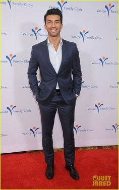 Actor Justin Baldoni arrives at Venice Family Clinic's Annual Silver Circle Gala at the Beverly Wilshire Four Seasons Hotel on March 2015 in Beverly Hills, California. Rafael Solano, Justin Baldoni, Gina Rodriguez, Man Crush Monday, Jane The Virgin, Hot Actors, Beverly Wilshire, Beverly Hills, Actor Model