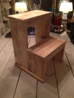 Opstapje / decoratie trapje gemaakt van pallethout