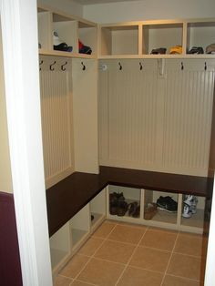 How to build mudroom lockers with corner design