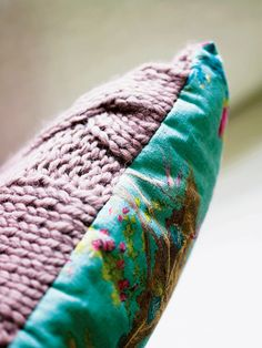 Cable knit pillow pattern and instructions