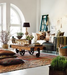 On-trend kilims add a touch of cosiness to this rustic interior.