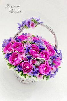 Candy Flowers, Nylon Flowers, Crepe Paper Flowers, Diy Flowers, Gift Bouquet, Candy Bouquet, Basket Flower Arrangements, Floral Arrangements, Crochet Bouquet