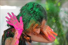 The tradition of playing with colors on Holi draws its roots from a legend of Radha and the Hindu God Krishna. It is believed that young Krishna was jealous. Hindu Festivals, Indian Festivals, Holi Festival Of Colours, Indian People, Happy Holi, Color Powder, Spring Festival, Akita, Incredible India