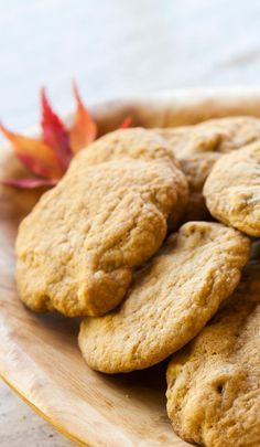 Maple Cookies ~ Soft and chewy cookies with maple syrup and walnuts! Maple Syrup Cookies, Walnut Cookies, Cookies Soft, Yummy Cookies, Cookie Desserts, Just Desserts, Cookie Recipes, Delicious Desserts, Maple Syrup Recipes