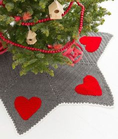 Holiday Hearts Tree Skirt Free Crochet Pattern from Red Heart Yarns