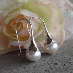 Ein Perlenohrschmuck in minimalistischer Eleganz Gemstone Beads, Minimalist, Rhinestones, Schmuck, Weddings