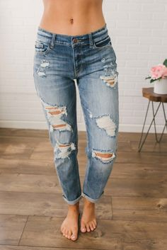 beach bum destroyed boyfriend jeans medium wash women jeans ideas of women jeans delivers online tools that help you to stay in control of your personal information and protect your online privacy. Ripped Jeggings, Ripped Skinny Jeans, Black Skinnies, Black Pants, Outfit Jeans, Jeans Boyfriend, Mom Jeans, Boyfriend Jeans Outfit Summer, Women's Jeans