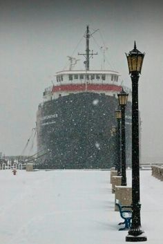Great Lakes Ship on the shore of Lake Superior. Winter wonderland of Minnesota. Great Lakes Ships, Duluth Minnesota, Lake Erie, Lake Superior, Lake Michigan, Wisconsin, Cool Places To Visit, The Good Place, Beautiful Places
