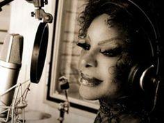Seu último álbum foi lançado em 2004, Vivo Feliz, que mistura diversos ritmos que vai do samba à música eletrônica.