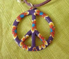 Pendentif symbole peace and love violet. : Bijoux enfants par laboiteabijouxnanny Vendu