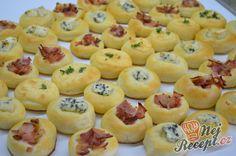 Kynuté bryndzové koláčky Mini Cupcakes, Cantaloupe, Tapas, Birthday Parties, Pizza, Muffin, Food And Drink, Snacks, Fruit